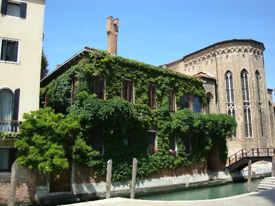 Dorsoduro: Just behind Santa Maria della Salute