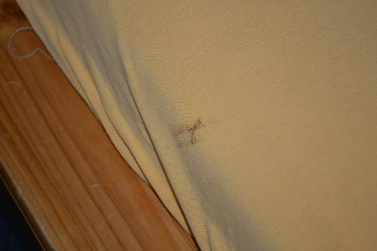 Hotel Alte Post : Flecken auf den Bettbezügen