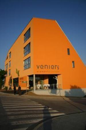 Venier's Elements Lounge