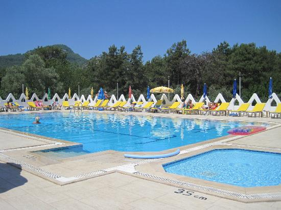 Tumen Hotel pool