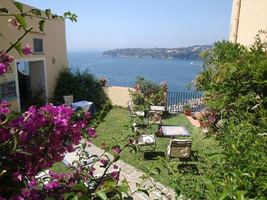 Hotel La Casa Sul Mare: Giardino Adibito A Sala Colazioni