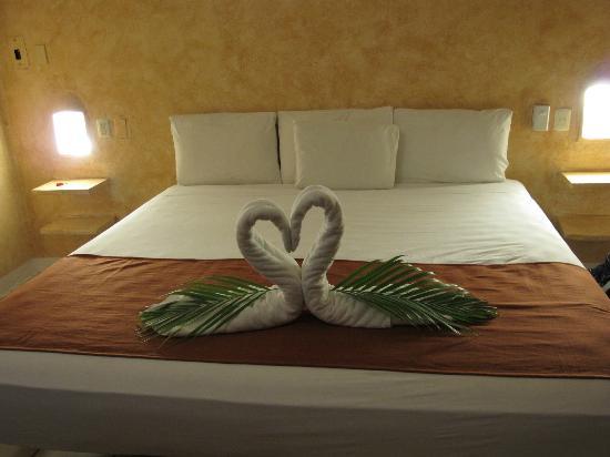 Barrio Latino Hotel: cama gigante!