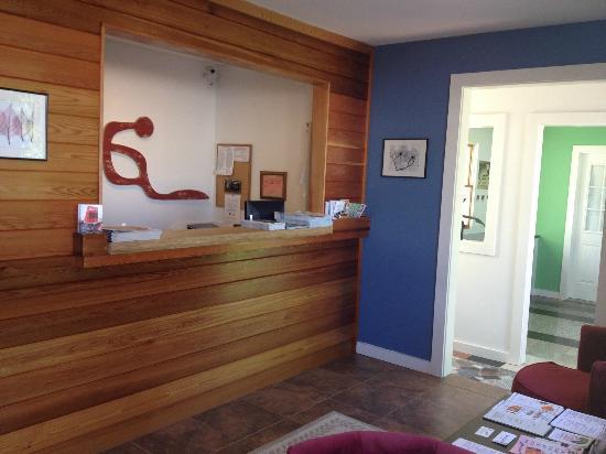 The Inn at East Hampton: Brand New reception area