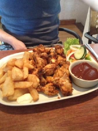 Pigs Head : chicken wings and chips very nice.