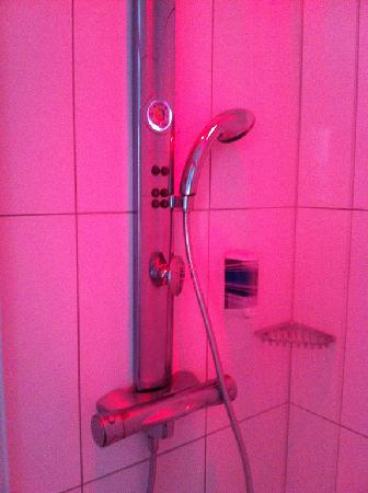 Hotel City: Shower with more buttons, lights and nozzles than I could figure out