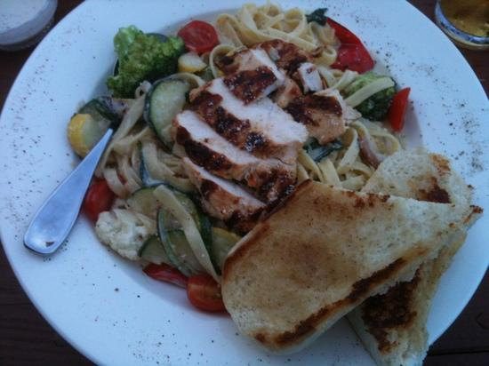 Beachside Bistro: chicken fettuccine Alfredo