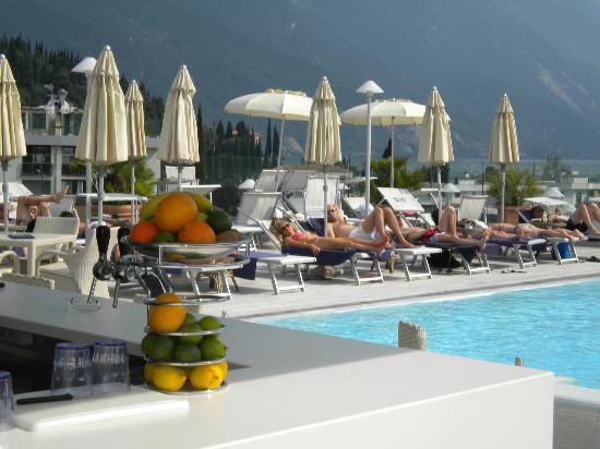 Hotel Kristal Palace - Tonelli Hotels: Pool & Bar