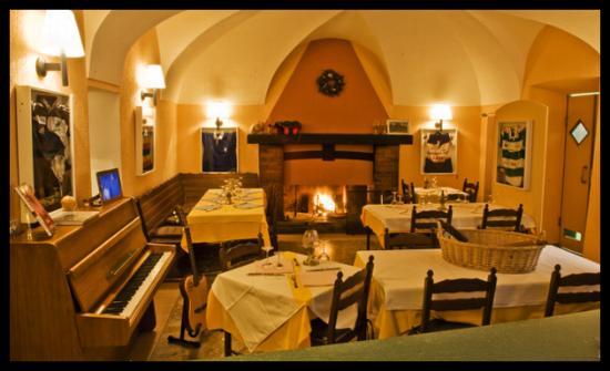 Restaurants near motto del gallo