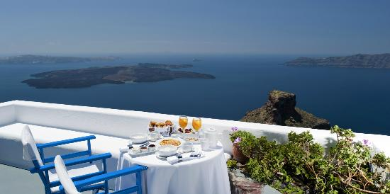 Artemis Villas: Breakfast