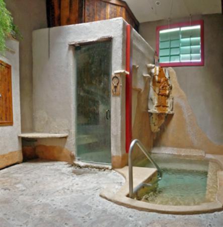 Blackstone Hotsprings: The Wet Room