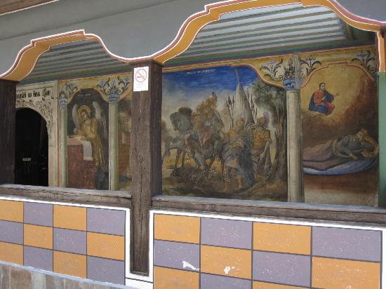 Chiesa SS. Constantin e Elena: fresque extérieure