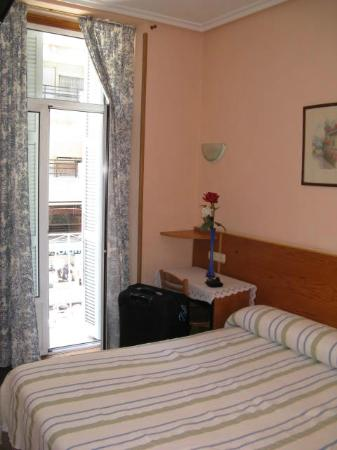 Pension Regil : Bedroom with balcony