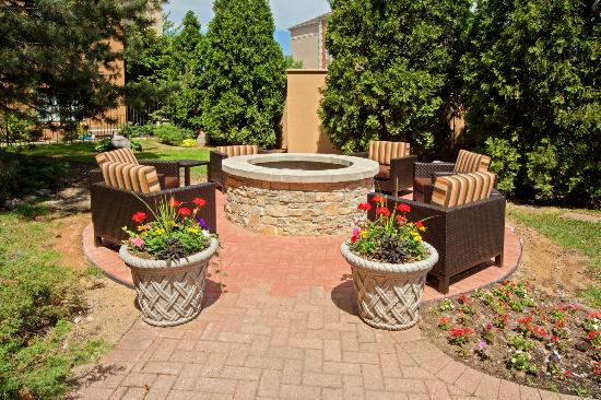 Courtyard Chicago Midway Airport: Outdoor Fire Pit