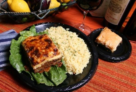 Fronimo's Greek Cafe: Moussaka plate