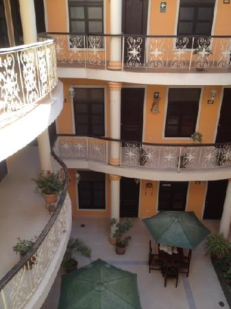 Hostal Villa Manuelita: beautiful courtyard