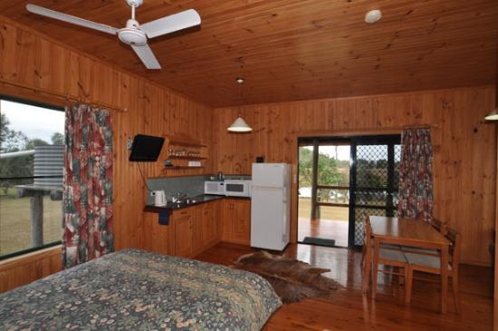 Henderson Park Farm Retreat: Cabin 2