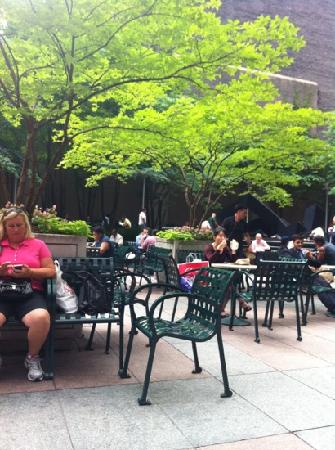 Club Quarters Hotel, Midtown: very nice sitting area directly across the street.
