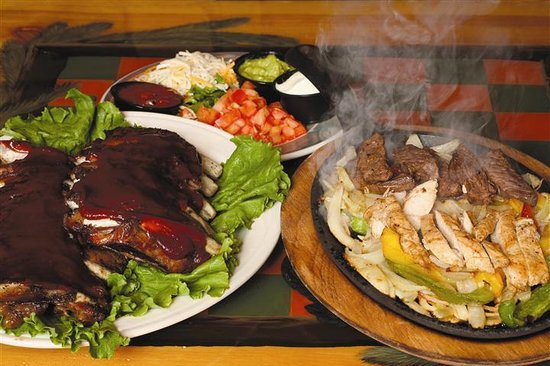 D Michael B's Resort Bar & Grill: Ribs and Fajitas