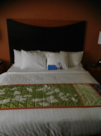 Fairfield Inn & Suites Charlotte Matthews: Bed