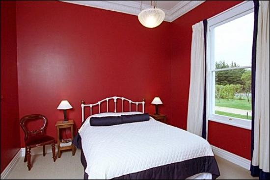 The Old Manse: Red room