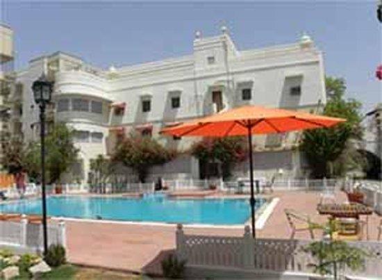 Sugan Niwas Palace: Pool Side