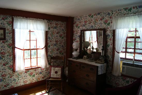 Waldo Emerson Inn Bed and Breakfast: Red Room