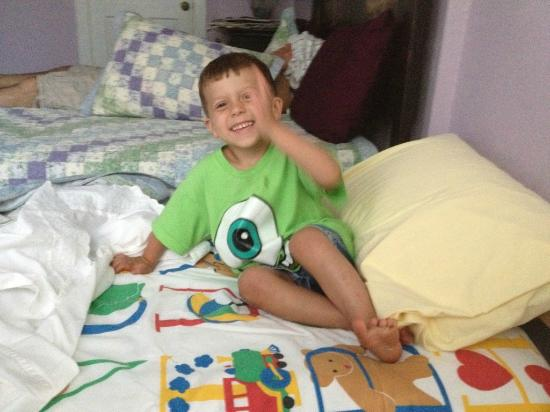 Island Guest House Bed and Breakfast Inn: Our grandson on the bed they put in for him!