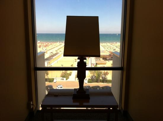 National Hotel: corridoio camere piano 3 vista mare