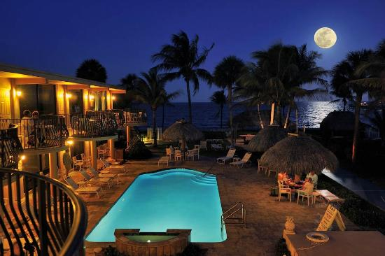 High Noon Beach Resort : Full Moon Over High Noon