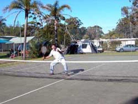 Huskisson Beach Tourist Resort: Tennis Court