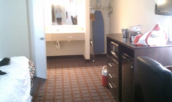 Super 8 Paducah KY: Large room - note TV on wall leaving you dresser top space