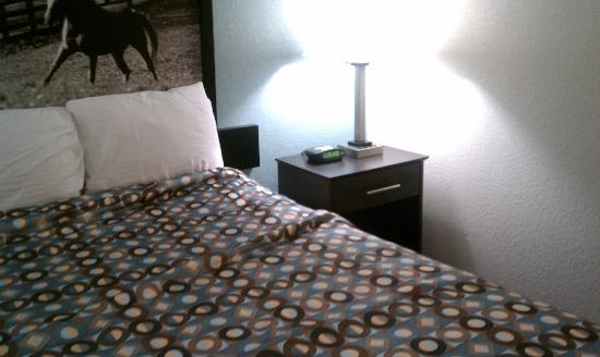 Super 8 Paducah KY: New bedding,  lamp with outlet