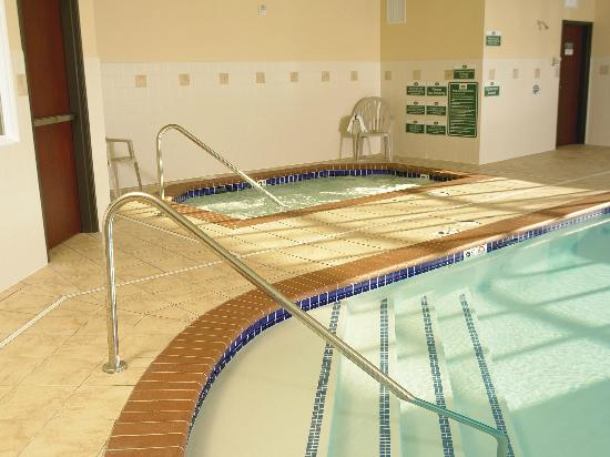 Best Western Liberty Inn DuPont: Indoor Pool and Jacuzzi (new ADA fixed lifts available - not yet shown in photo)