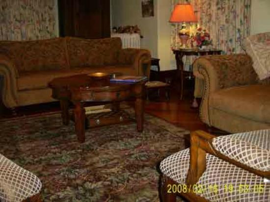 Green Woods Inn: Guest lounge for your comfort and convenience