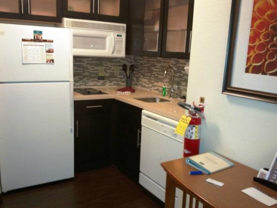 Staybridge Suites Atlanta - Perimeter Center East: My fully equipped kitchen