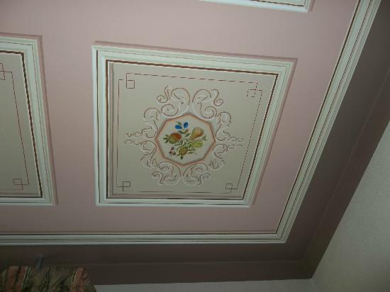 Blue Hen Bed & Breakfast: Hand-painted fresco ceilings