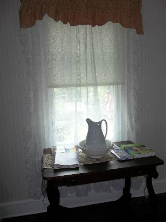 Blue Hen Bed & Breakfast: Upstairs landing