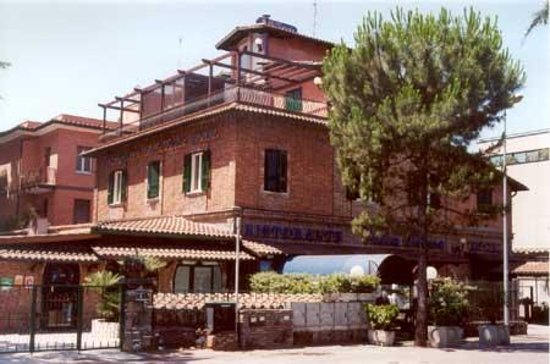 Villa Teresa: Esterno Via Castel Giubileo