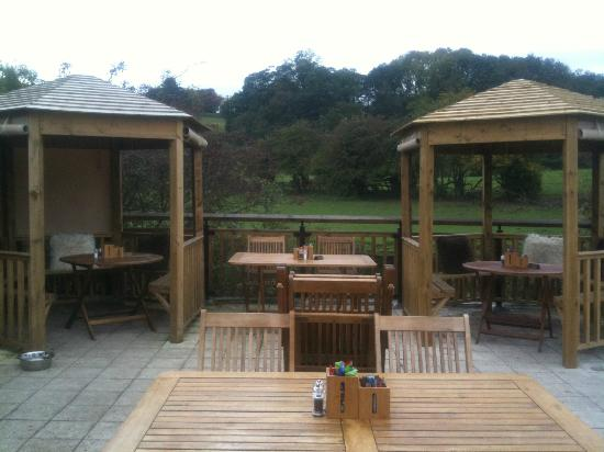 Toby's Tea Room: Toby's outdoor terrace and gazebo's