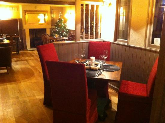 Fox and Hounds: Interior
