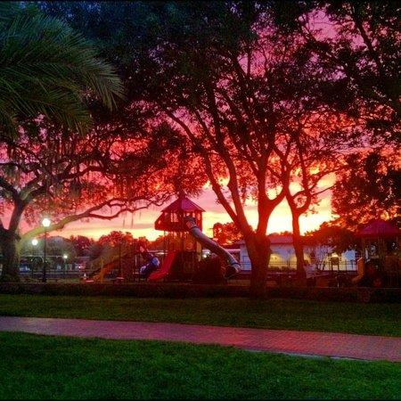 Auburndale, FL: park sunset