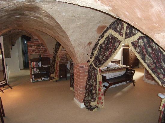Ashbourne Self-Catering: Bedrooms, no doors. (second bedroom to right of white door at top)
