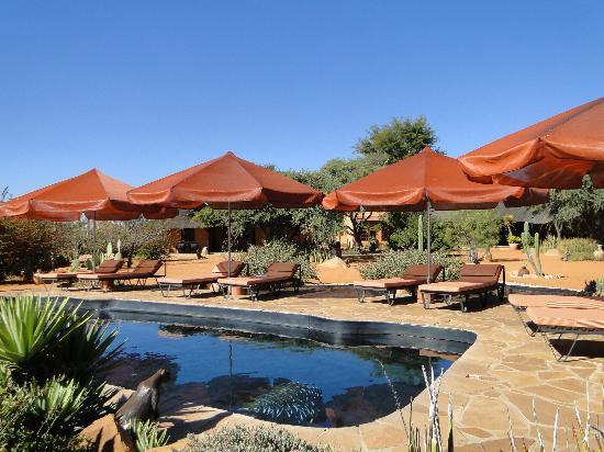 Eningu Clayhouse Lodge : Am Pool