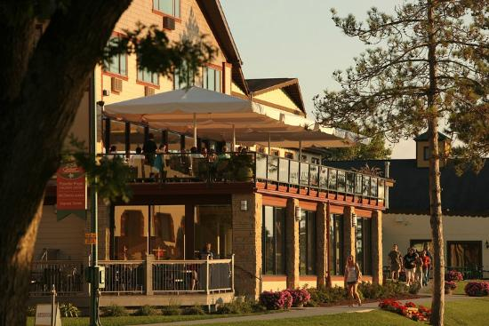 Chestnut Mountain Resort: Sunset Grille Outdoor Dining Deck