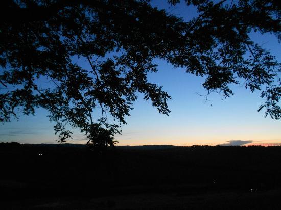 Il Rosolaccio: tramonto dal casale