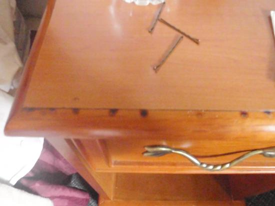 Econo Lodge : Cigarette burns on end table in a NON-Smoking room