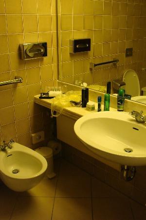 Maritim Hotel Würzburg: Bathroom