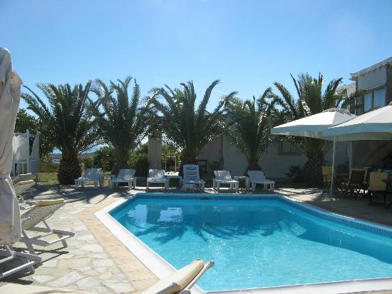 Heliolithos Blue Bay: pool area