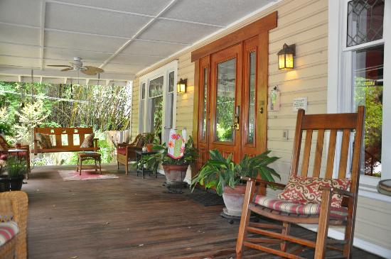 Grady House Bed and Breakfast: Front porch.