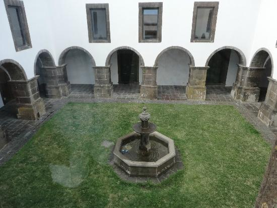 Convento de Sao Francisco: Centre courtyard